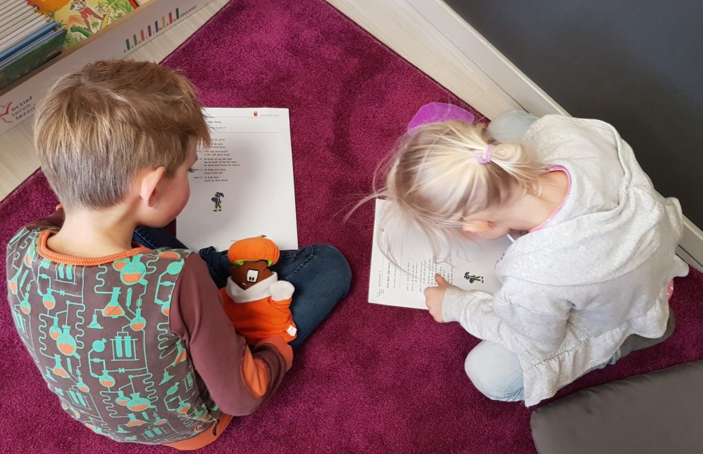 Toneellezen over sint en piet met Actief Leren Lezen
