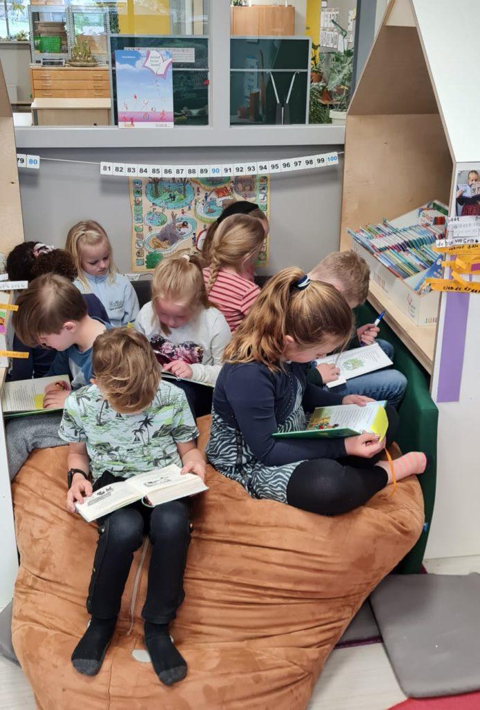lekker samen lezen op de zitzak Actief Leren Lezen